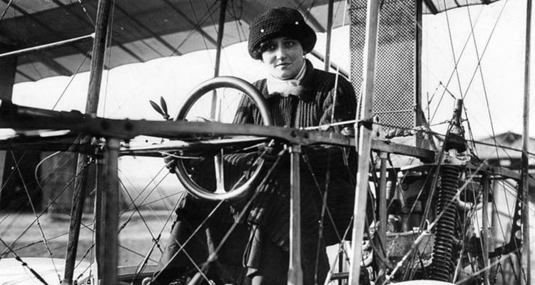 Élisa Deroche, primeira mulher piloto de avião