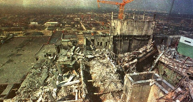 Usina de Chernobyl após a explosão